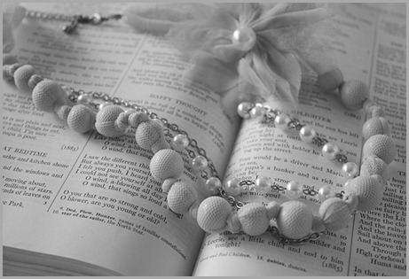 book-cute-jewelry-peach-pearls-vintage-Favim.com-98705