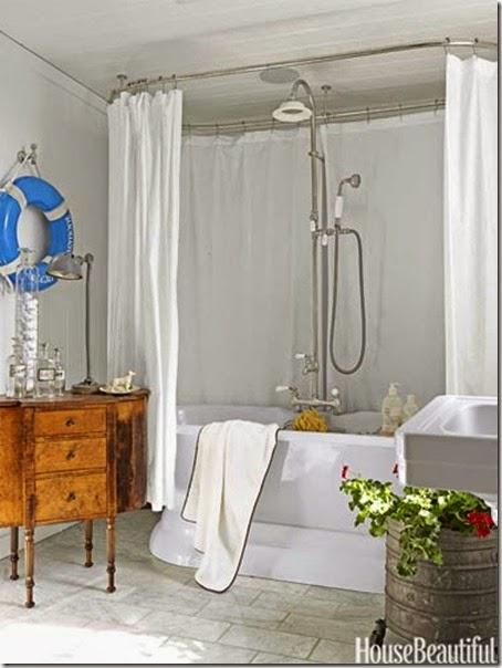 04-hbx-white-cottage-guest-bathroom-blue-life-ring-0612-fulk08-lgn