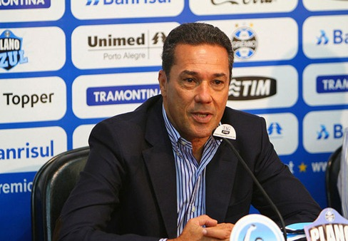 Apresentacao-Luxemburgo-Gremio-UebelGremio-FBPA_LANIMA20120223_0064_26