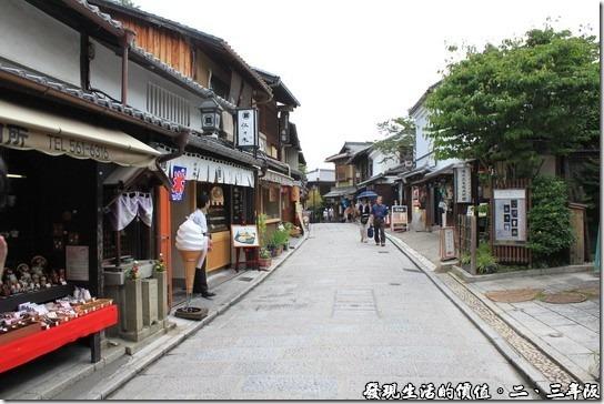 清水寺-二三年坂,古樸的商店街道,故意等到沒有人的時候拍的。