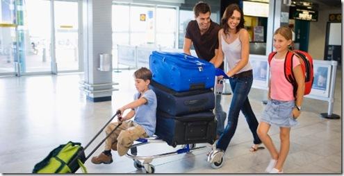 viagem-aeroporto-malas-familia-ferias-familia