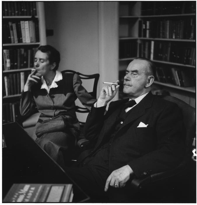 Thomas Mann mit Erika Mann_1950_New York_Photo by Elliott Erwitt