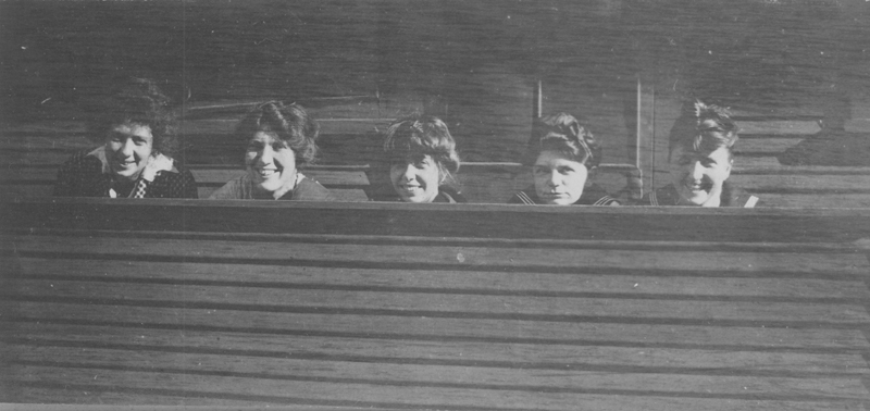 Dorothy Putnam with unidentified women, possibly from the beach house in Ocean Park. Undated.