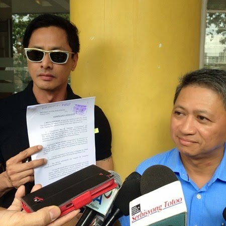 Rey Pamaran and his lawyer Raymond Fortun showing the Complaint Affidavit against Melissa Mendez