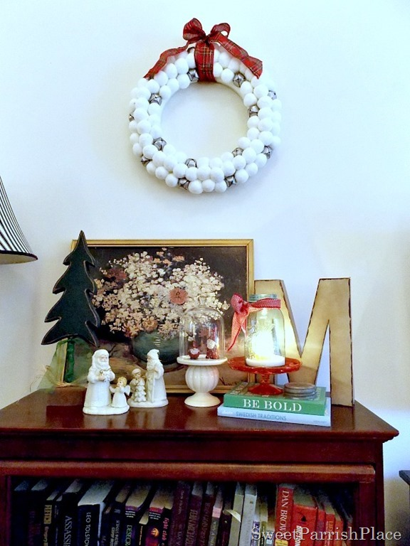 christmasbookcase3