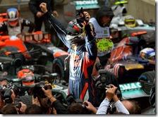 Sebastian Vettel festeggia il terzo titolo