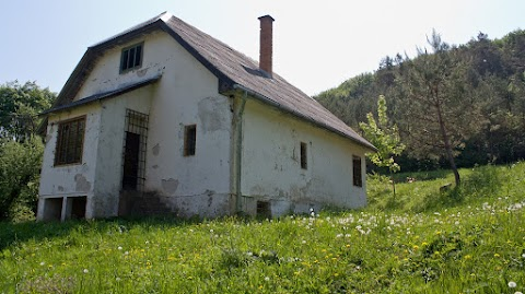 ... jeden z viacerych mlynov v doline Sopotnice ...
