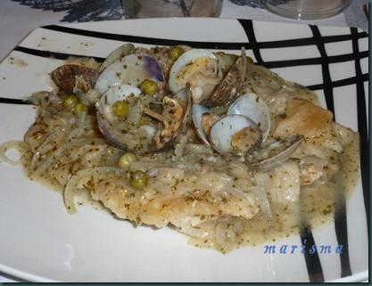 filetes de merluza en salsa con almejas,racion copia