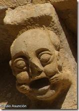 Cabeza de tres caras con cara de boca abierta -  Iglesia de San Martín - Artáiz