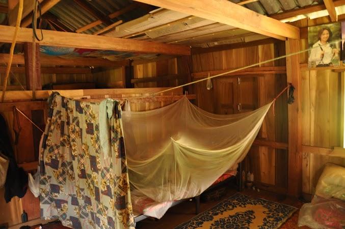 Imagini Thailanda: Interiorul unei case din satul Akha, THailanda