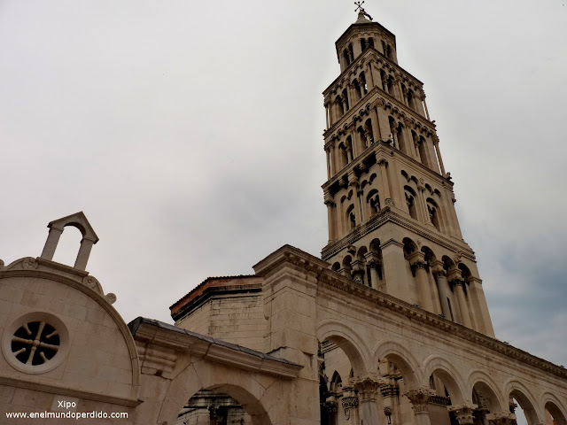 Torre-de-la-catedral-de-Split.JPG