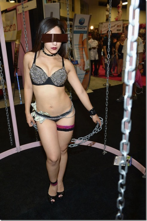 exxxotica-2013-girls-42