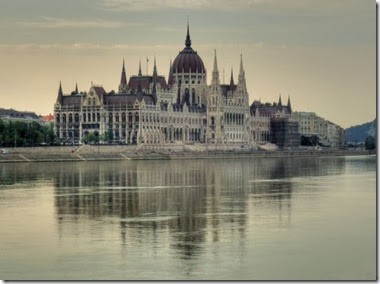 Hungarian_Parliament_the_Pest_side_of_the_Danube