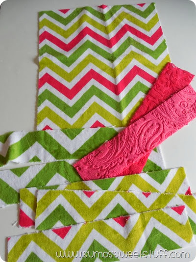 Doll Blankets at SumosSweetStuff.com - These are a great project for scraps, and would make a great gift! #sewing