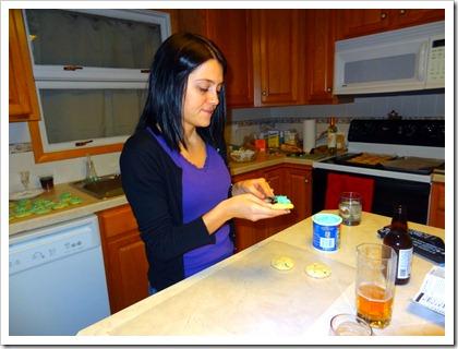 Kelly icing cookies.