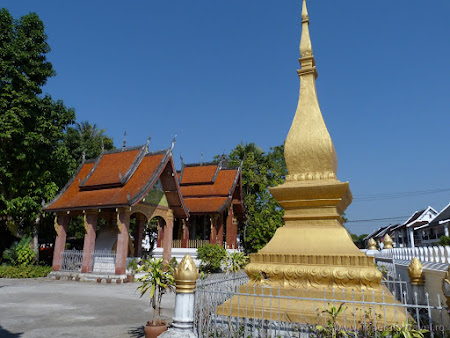 111. stupa budista.JPG