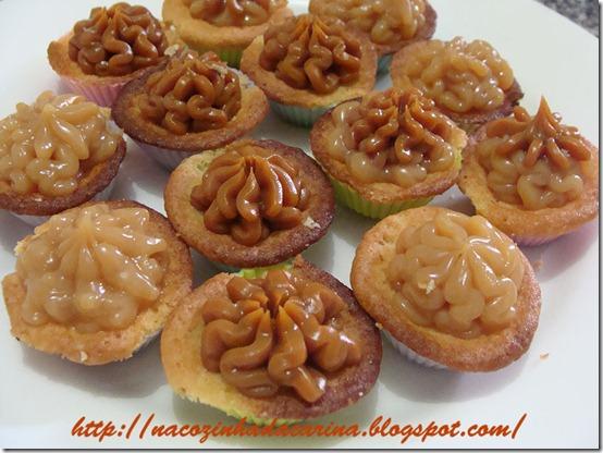 mini-cupcake-de-baunilha-com-doce-de-leite-01