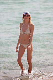 martha_hunt_bikini_88_77_bikini_9.jpg