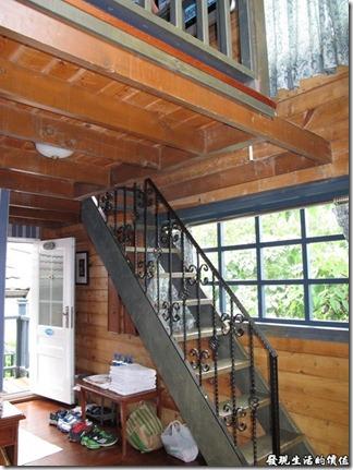 南投清境-香格里拉空中花園,樓中樓的四人房。