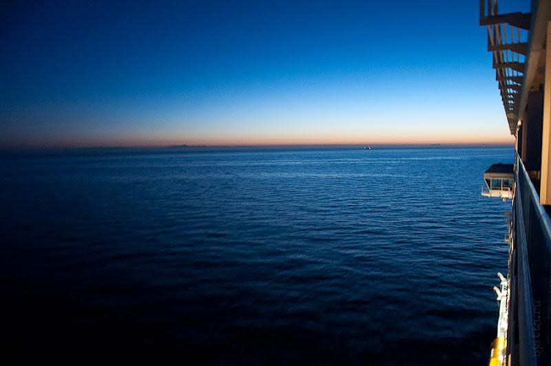 Первый день в круизе на Costa Concordia. Выступающая часть - это левый край капитанского мостика.