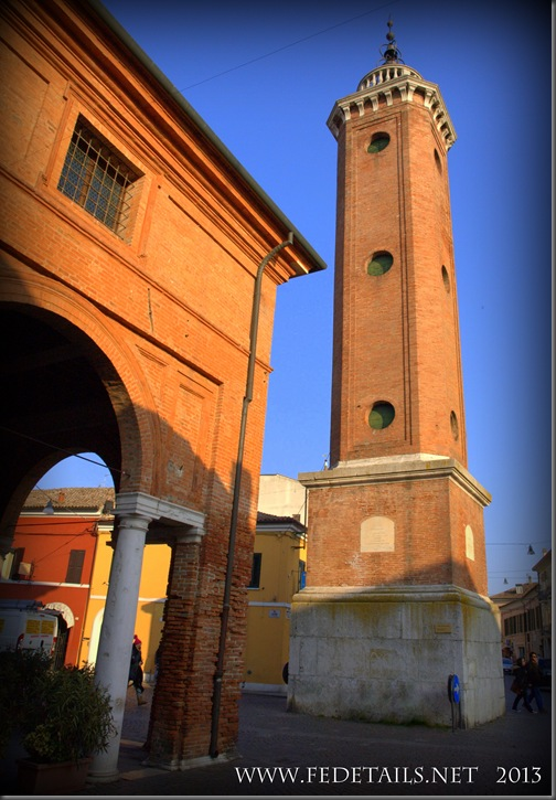 Torre dell'Orologio di Comacchio, Foto 1, Ferrara,EmiliaRomagna,Italia - Clock Tower of Comacchio, Photo 1, Ferrara, Emilia Romagna, Italy -Property and Copyrights of FEdetails.net