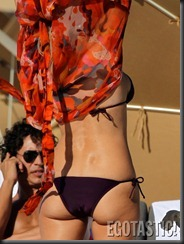 rita-rusic-in-a-purple-bikini-in-miami-05-675x900