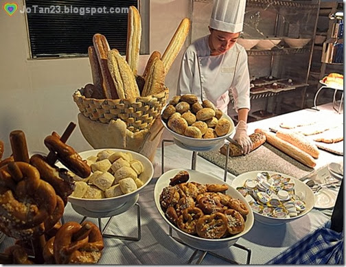 oktoberfest-2013-sofitel-bread-selection