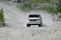 2014-Toyota-Land-Cruiser-Prado-17.jpg