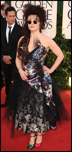 helena-bonham-carter-vivienne-westwood-dress-mismatch-shoes-golden-globes-2011