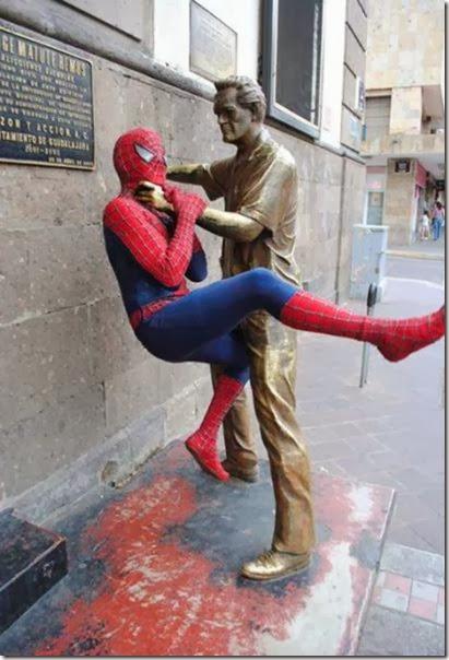 funny-statue-pose-022