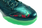 lebrons soldier7 power couple 29 web white The Showcase: Nike Zoom Soldier VII Power Couple (GitD)