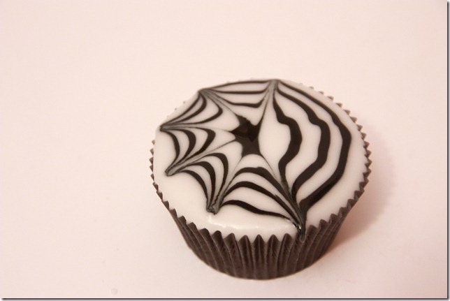 IMG_6807_spindelvevicing_spindelvev_cupcakes_halloween