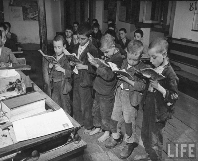 crianças pobres numa escola portuguesa