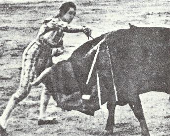 Manolete Estocada Islero (Los heterodoxos) 001