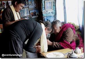 Jodrian recebendo as bençãos do Lama Geshe