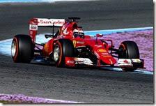 Kimi Raikkonen con la Ferrari SF15 T nei test di Jerez