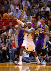 lebron james nba 121105 mia vs phx 15 King James wears 5 Colorways of Nike LeBron X in 6 Games