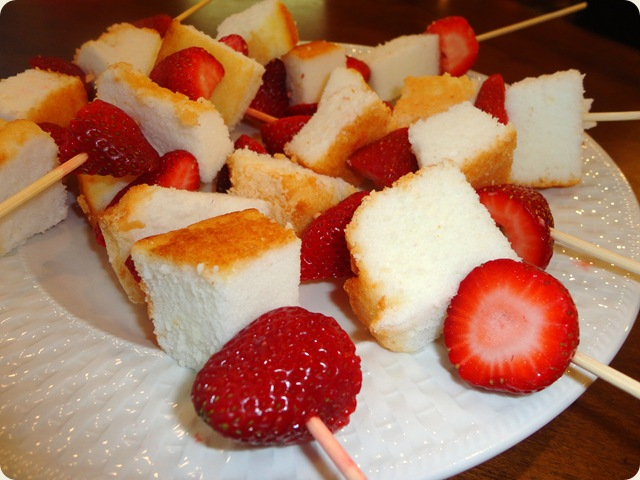 Angel Food Cake Skewers 019