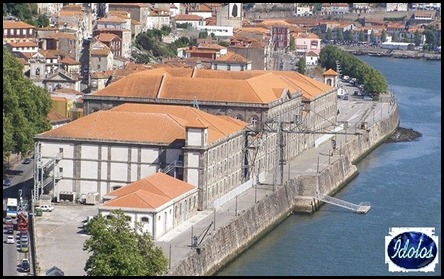 800px-Alf%C3%A2ndega_do_Porto_vista_do_Pal%C3%A1cio