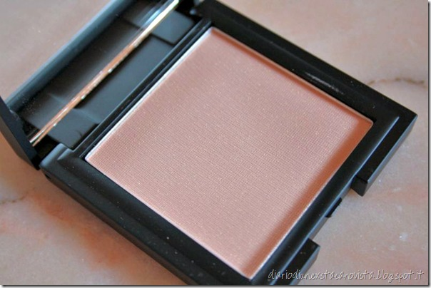 sleek luminous pressed powder