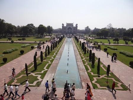 19. Gradina Taj Mahal.JPG