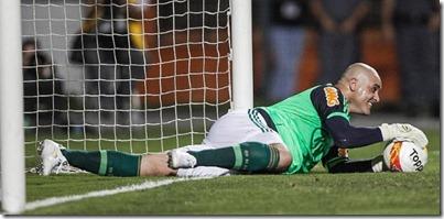 11dez2012--marcos-sorri-apos-fazer-boa-defesa-em-seu-jogo-de-despedida-do-futebol-no-pacaembu-1355280507798_615x300