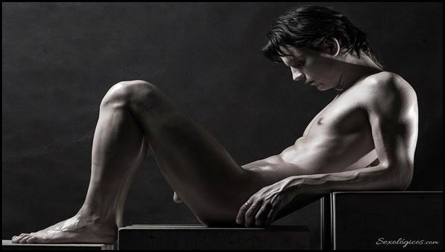 Joven desnudo