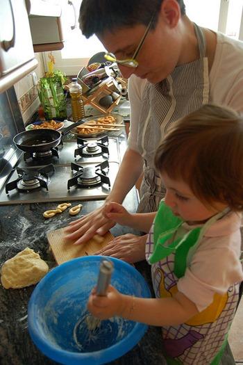 mama cocinando