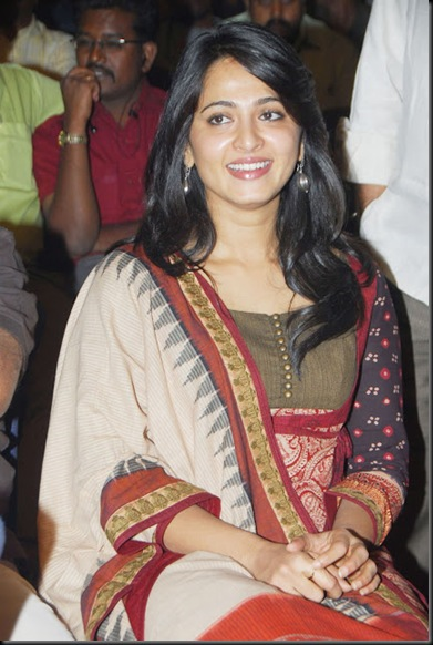 anushka-latest-stills-4