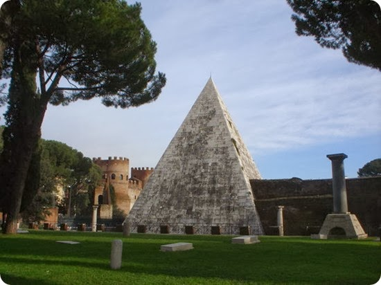 Pyramid_of_Caius_Cestius