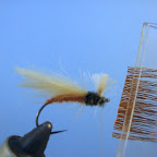 Jeżynka z sarniej sierści. W specjalnym klipsie chwytam wyrównany końcówkami pęczek zimowej sierści sarny