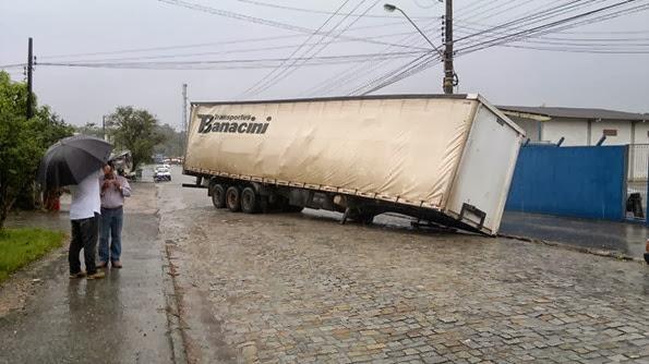 carreta -  rua Ary Barroso