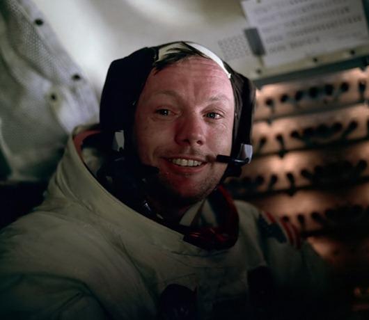 Neil_Armstrong_Orel_Moon