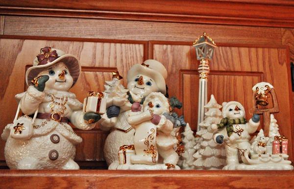 Kitchen Snow Family